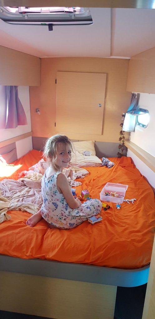 Cécilie dans sa chambre sur Fakarever